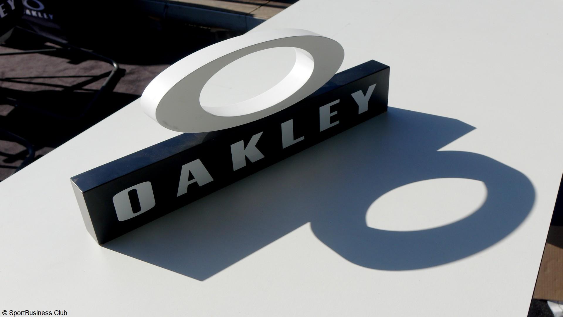 Oakley (1) logo