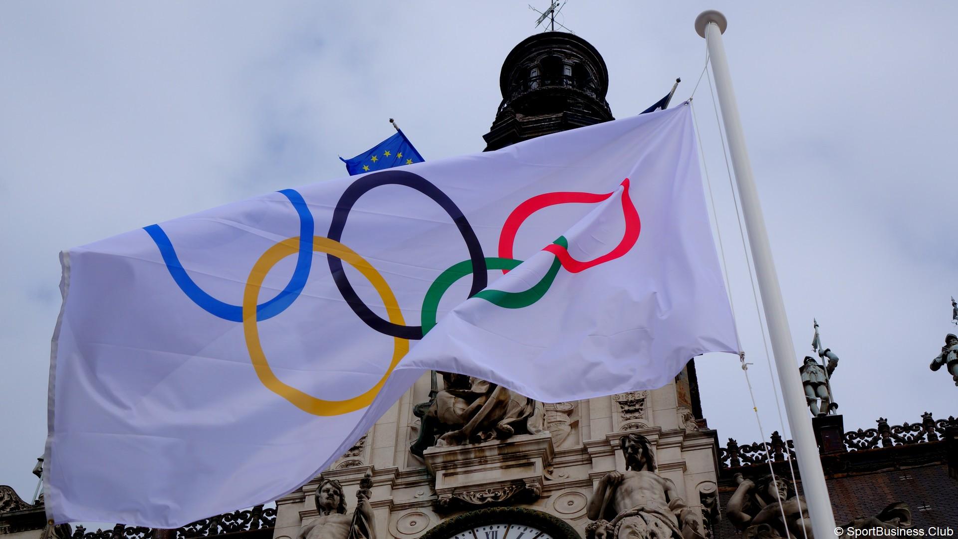 Drapeau olympique (1) Mairie de Paris