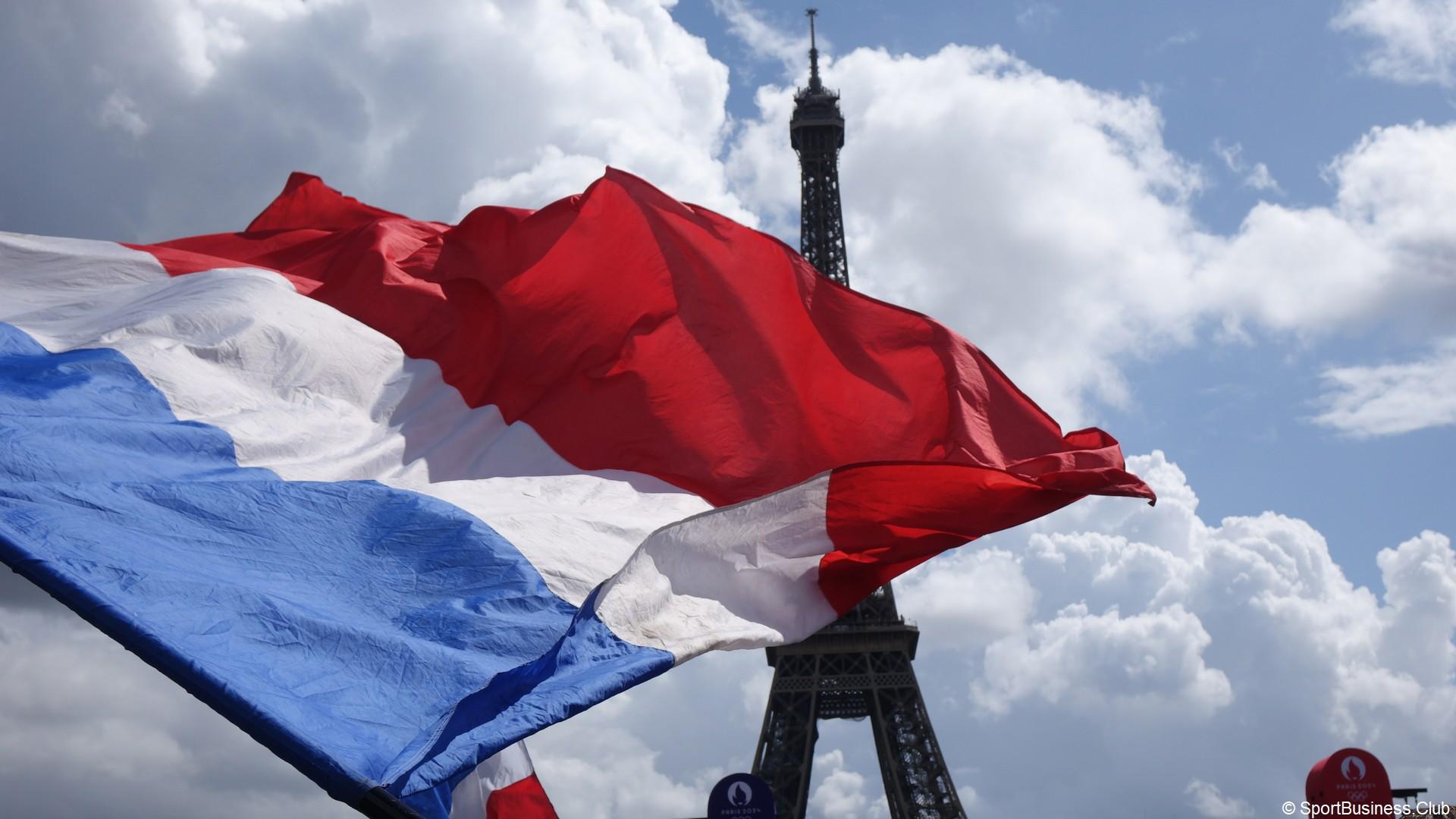 Trocadéro Tour Eiffel Drapeau (1)