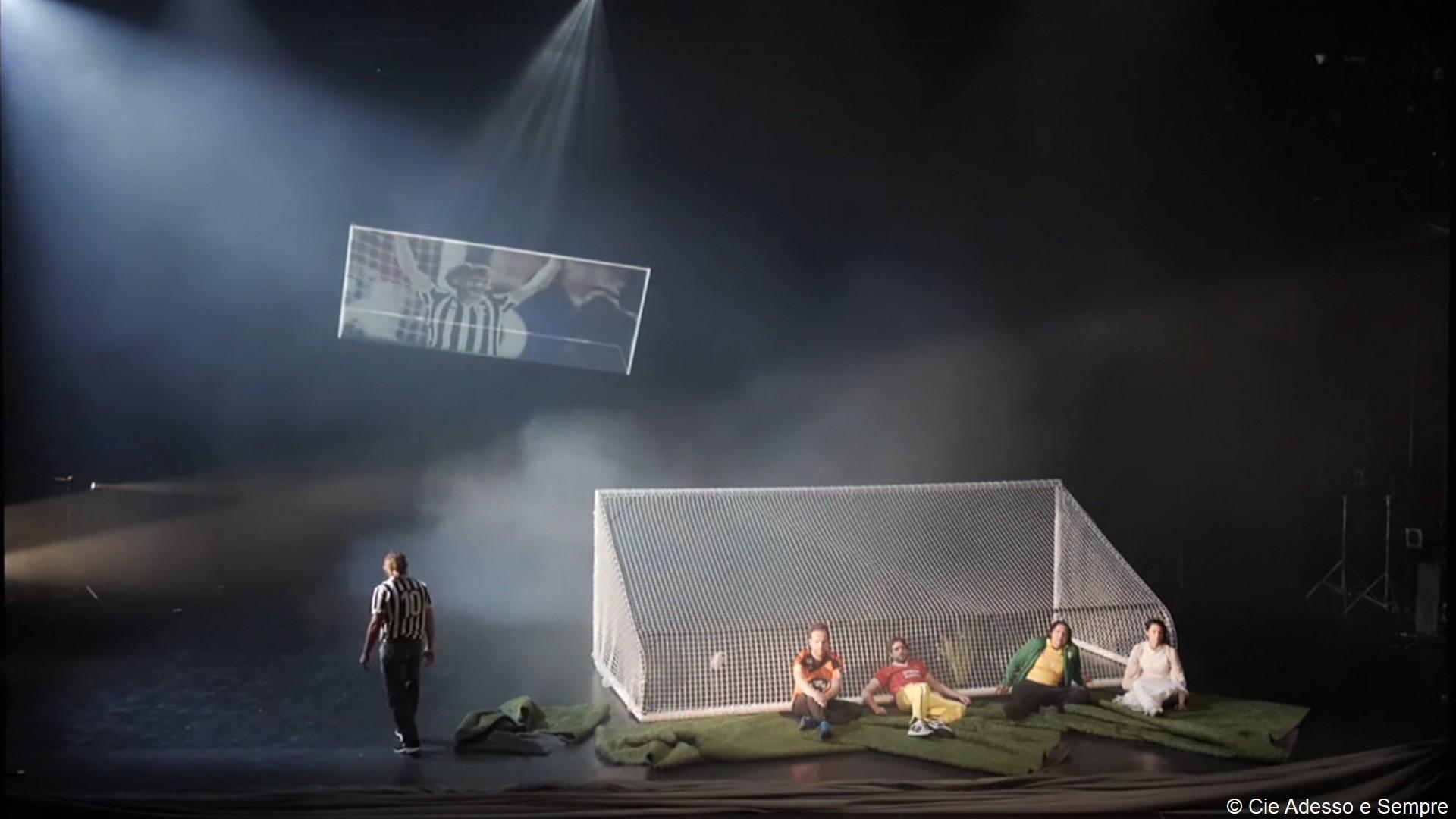 Théâtre – Dans la foule (021) Adesso e sempre